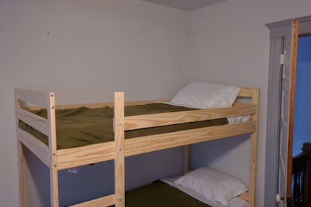 Room 3, Bunk 2 - Downtown Minneapolis Hostel - 明尼阿波利斯
