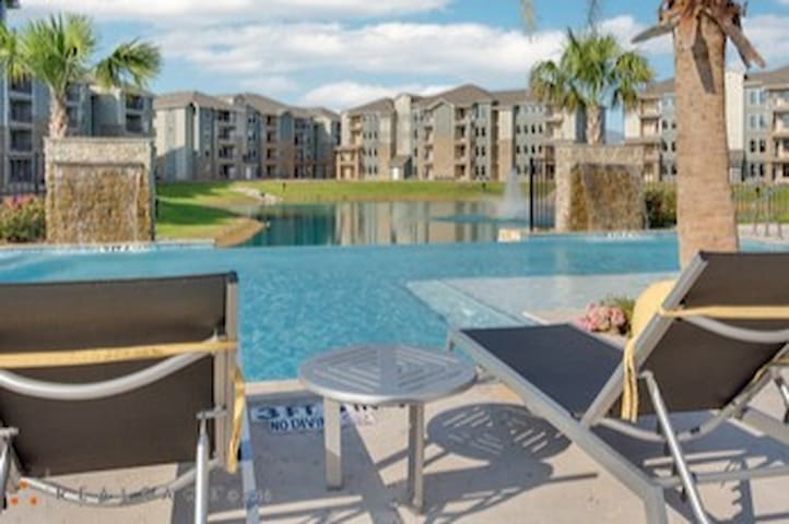 3/2 w/gym, pool, in premium location w/great views - Spring - Apartemen