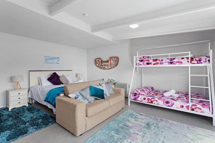 Annexe sleeping arrangement and living space