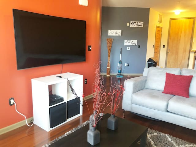 EXCLUSIVE FURNISHED LUXURY 1 BEDROOM, 1 BATH CONDO