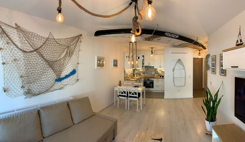 Új apartman közvetlen a szabadstrandon, vízparti