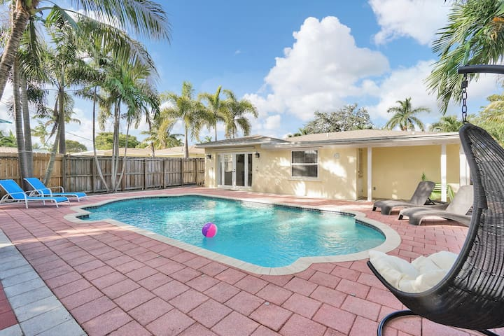 Lovely House Heated Pool +Grill 3 bedrooms 2 Baths
