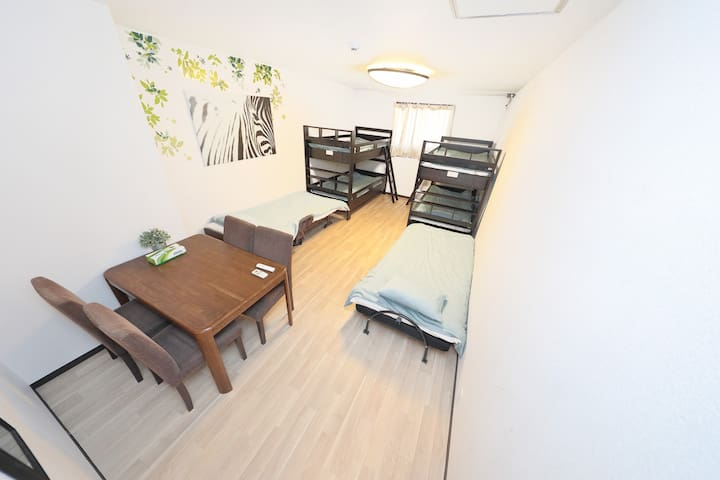 1F M&W house good loca, 8 beds for 8 pax +WIFI