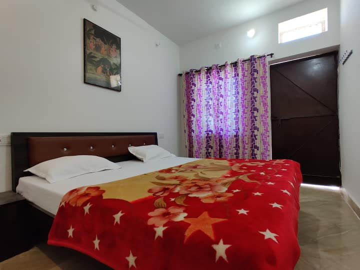 varah square homestay budget double bed room