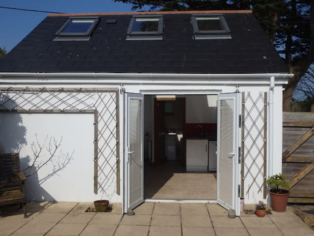 St Ives/Carbis Bay, Light and airy with parking - Carbis Bay - Bungalou