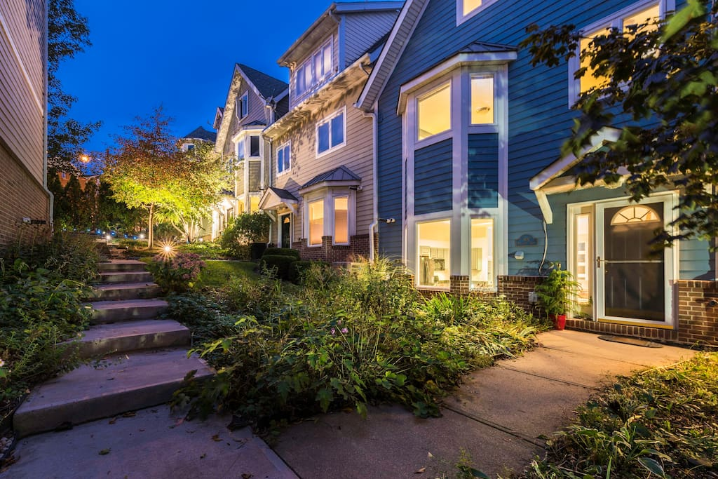 Tremont townhouse townhouses for rent in cleveland ohio for Master down townhomes