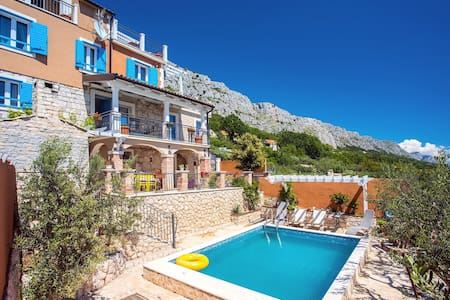 VILLA DIANA with private pool, 4 bedrooms, 10 persons max