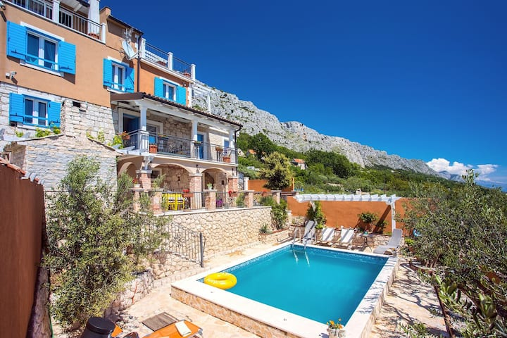 VILLA DIANA with private pool, sauna, gym, and amazing sea view