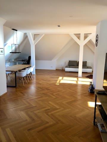 Sunny Apartment in München Schwabing
