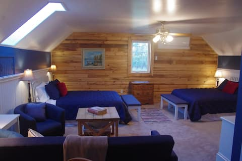Tranquil Acres' North Suite on Quiet Country Road