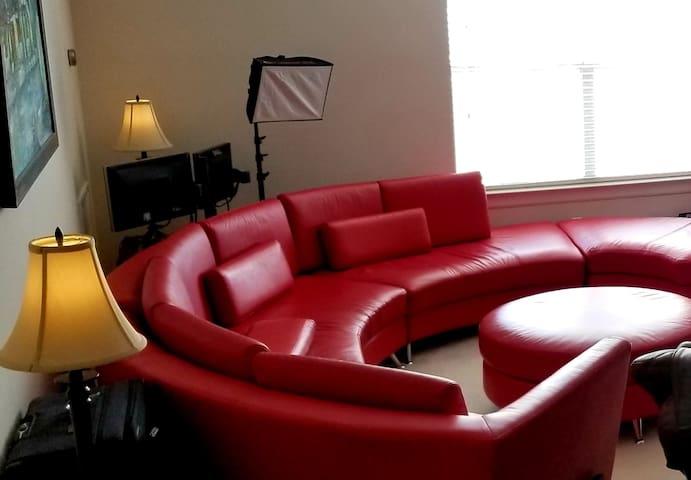 Lion's Den: Luxury & Convenience