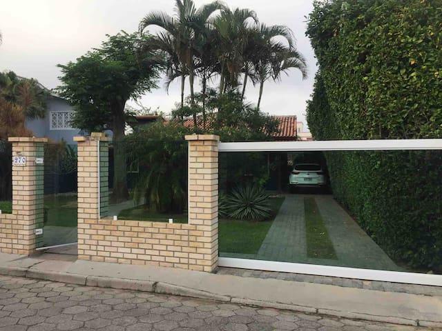 R$ 4.000 - CASA MOBILIADA INGLESES