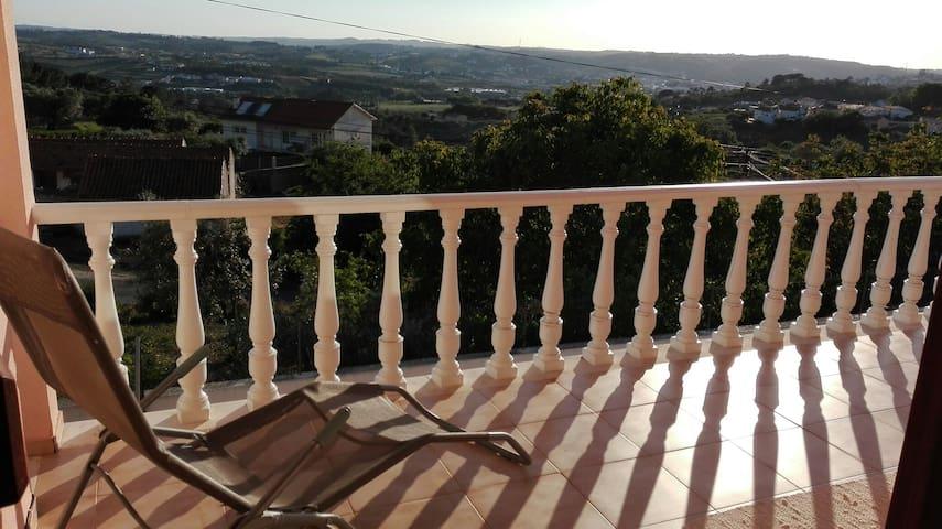 Chambre Romy Alcobaça Fatima Tomar Nazaré PORTUGAL