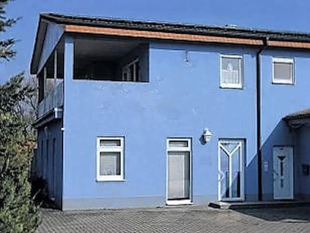 Einzelzimmer oder ganze Location - Münnerstadt - Casa