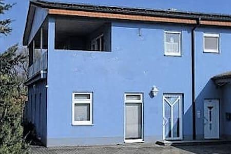 Einzelzimmer oder ganze Location - Münnerstadt - House