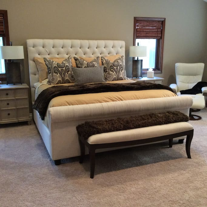 Luxurious King bed and linens