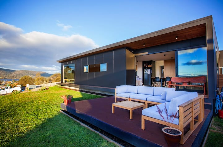 Architectural Hobart Home on the Hill