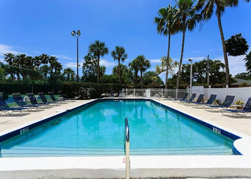 The heated lap pool has easy-to-use shallow steps. - Great for anyone with accessibility issues, the lap pool offers a second opt