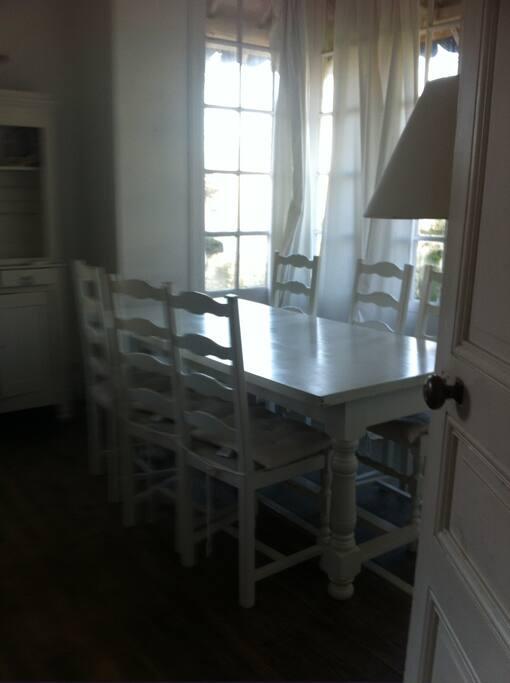 pièce à vivre côté salle à manger bow window