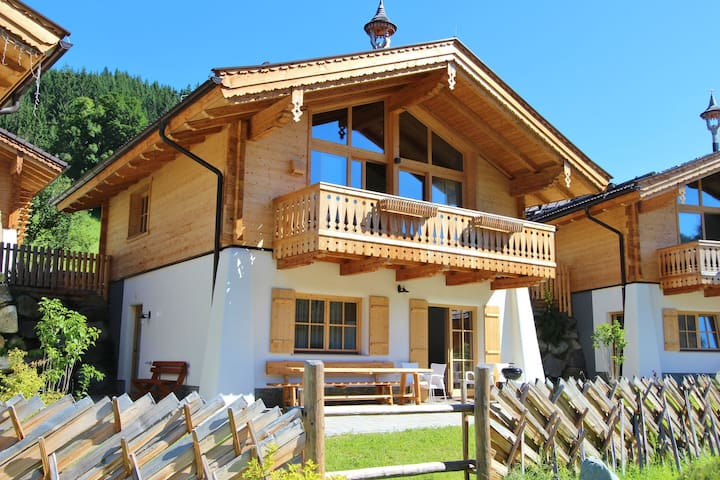 Beautiful Chalet in Wald im Pinzgau with Sauna