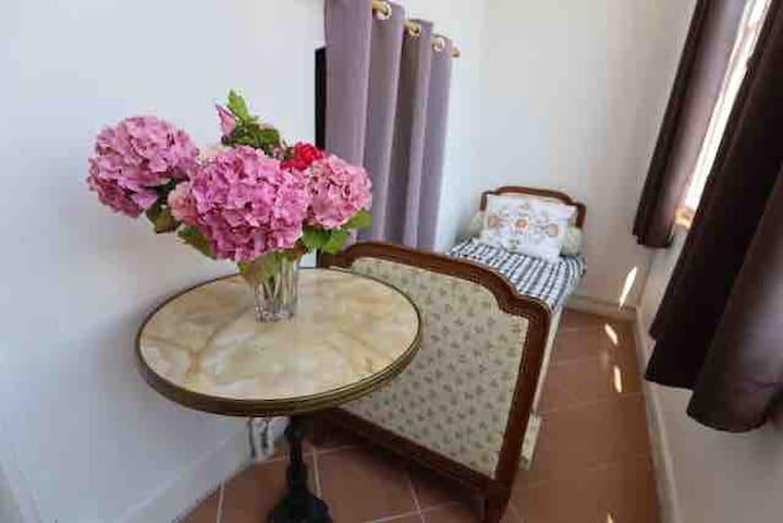 Petite véranda à l'étage  Avec lit d'appoint  Vue sur jardin