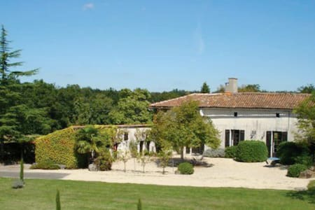 Saint Germain: Charente Farm - Poullignac