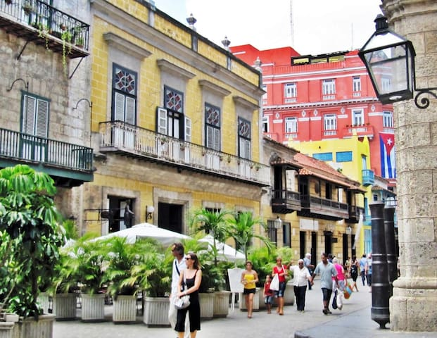 Guidebook for Old Town. Old Havana