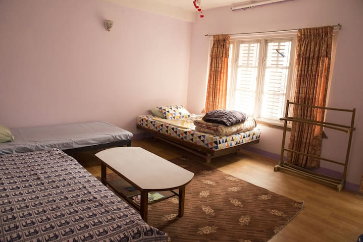 Big private room with balcony - Kathmandu - Wohnung