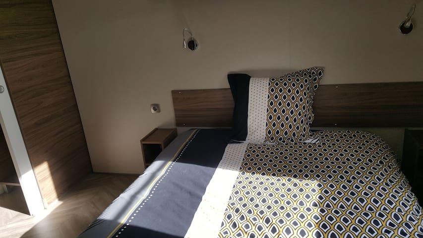 Deuxième chambre spacieuse avec vrai dressing. Configuration en 2 lits simples ou grand lit