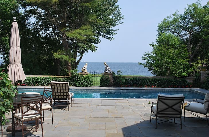 BELLPORT VILLA ON THE BAY