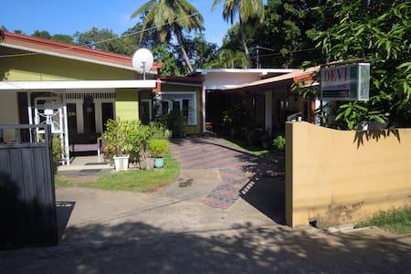 Devi Tourist Home-Triple Room - Polonnaruwa - Aamiaismajoitus