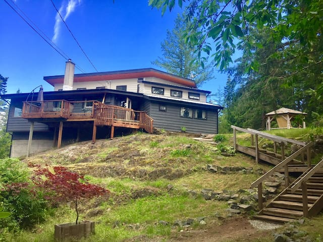 Island Time - Quadra Island Vacation Home