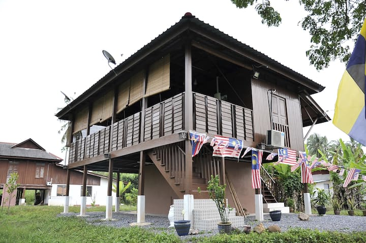 Kejora Homestay - Rural in contemporary comfort.