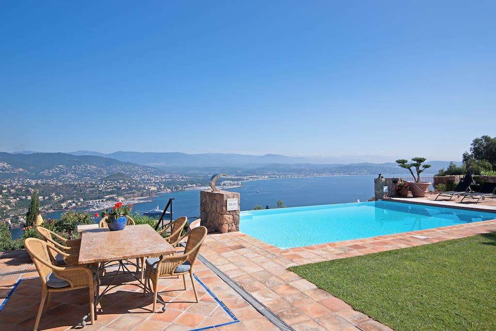 Provencaalse villa met prachtig uitzicht ville in affitto a th oule sur mer provenza alpi - Buiten villa outs ...