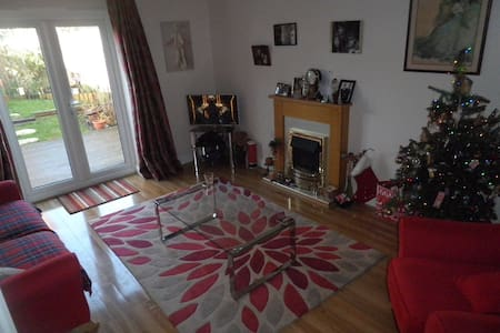 Room with en-suite wi fi cosy double, quiet space. - Newbury
