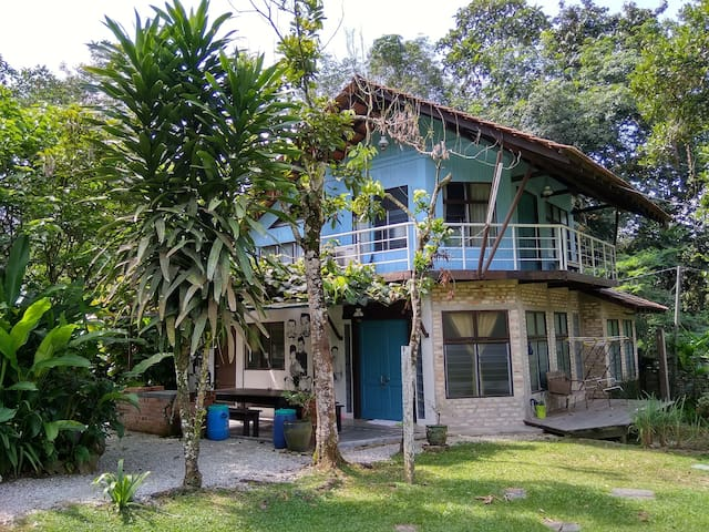The Blue House (Cottage) Aman Dusun Farm Retreat