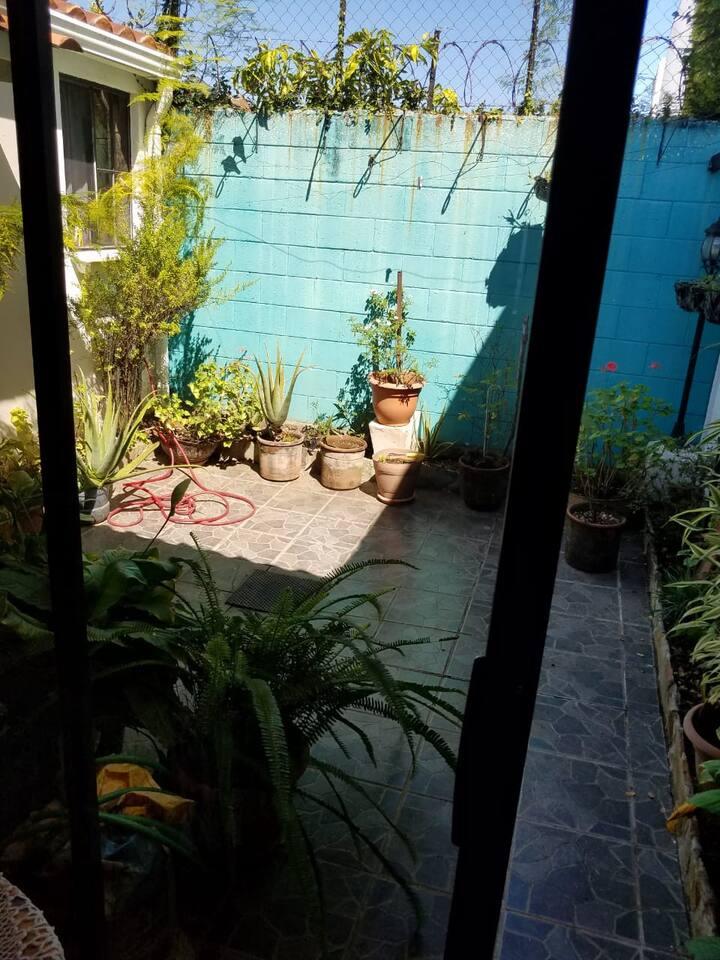 Leo's Place in Santa Elena