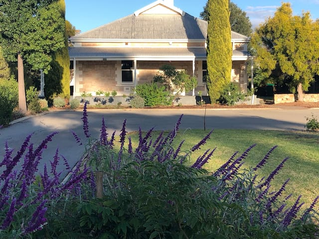 Historic Valley House in beautiful Barossa Valley
