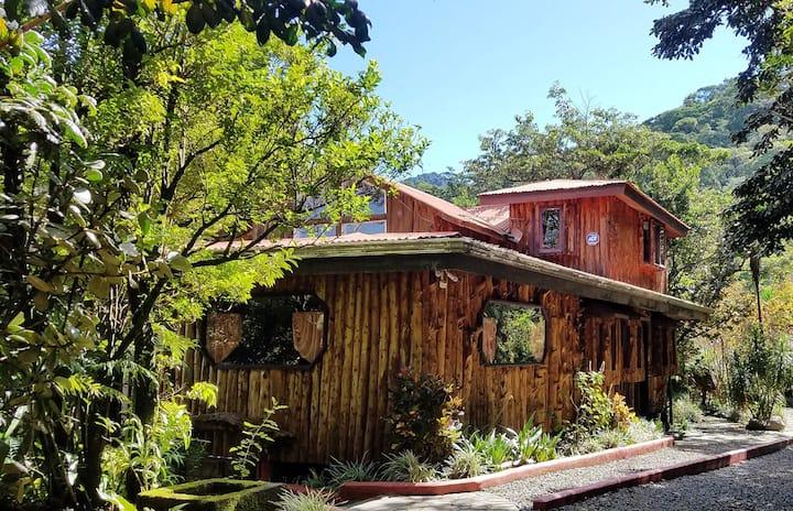 Treetop House - Charming Artistic - Monteverde