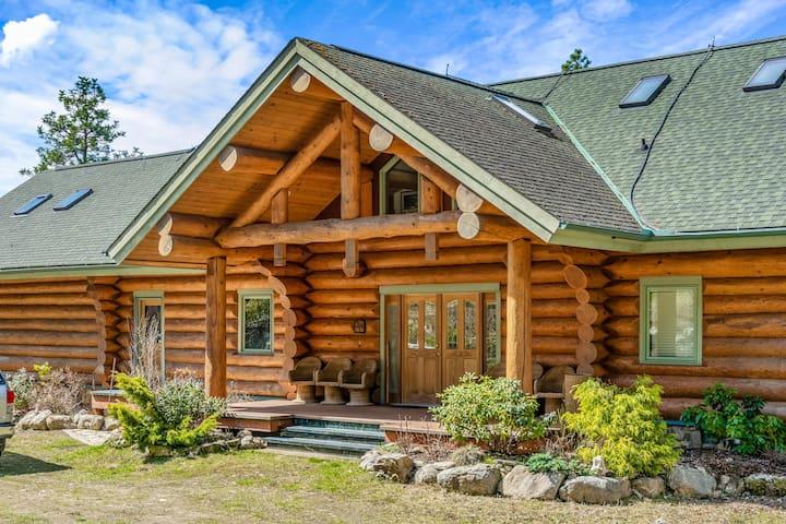 Lakefront Resort Home, Kootenay Bay