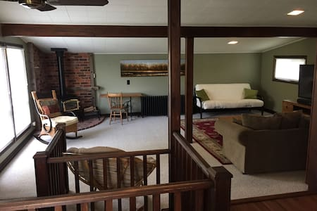 Bright, Sunny 1 Bedroom Private Apartment - Stayner