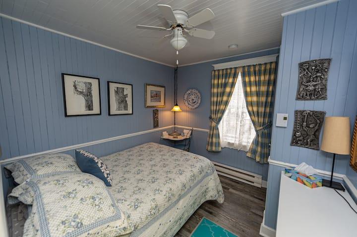 Chambre avec lit double, petit déjeuner inclus!