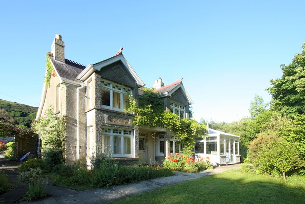 Ty Manorfaon - Convereted Farmhouse with private gardens.