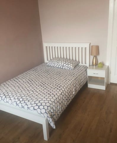 Cozy double room with private bathroom in Glasgow