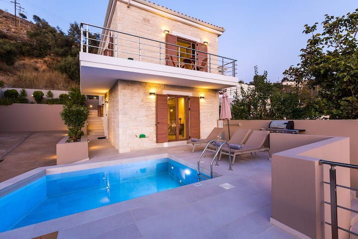 Lovely Villa, 3 BD, 2 BA, private pool