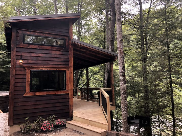 Theodore Tiny Cabin- RRG Hot tub! No cleaning fee!