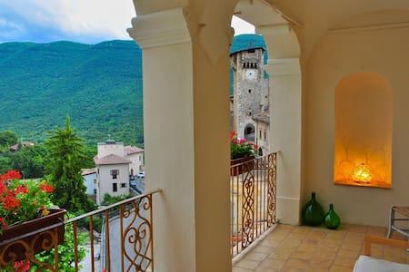 Elegant 5 bedroom palazzo in a mountain village - Fontecchio - Haus