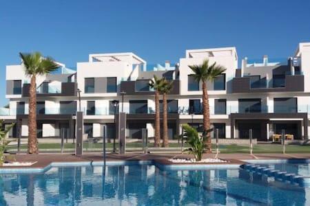 Oasis Beach apartment en El Raso