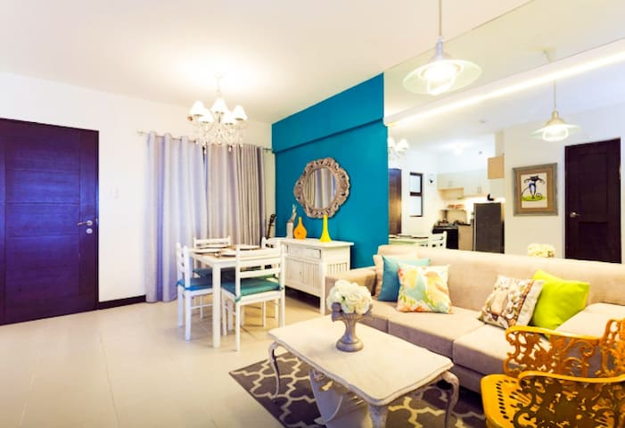 2 Bedroom Resort Condo near Airport w/ wifi  (AA6)