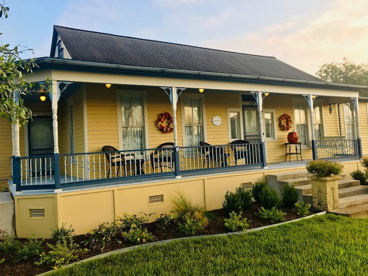 Luxe Lodging in Downtown Schulenburg